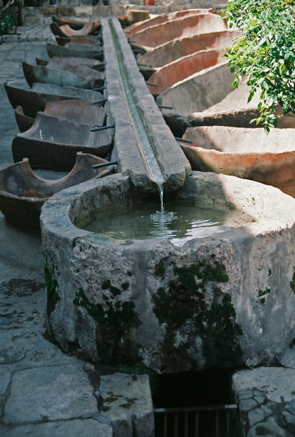 Water, laundry, ruins